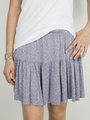 Minifalda de mujer estampado florecitas.