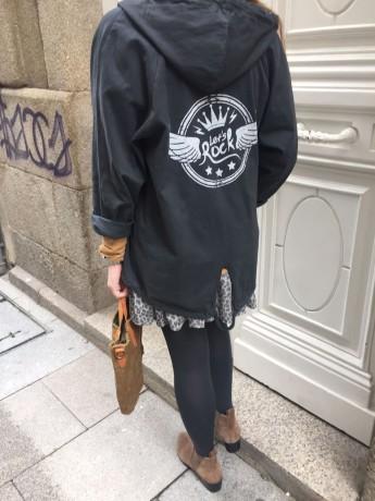 Parka de mujer con mensaje en la espalda lets rock