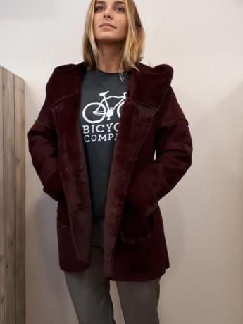 Abrigo de piel vuelta con capucha