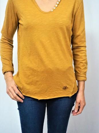 camiseta de mujer básica.