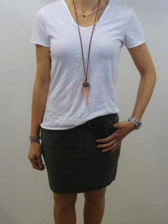 Minifalda recta de algodón con bolsillo.