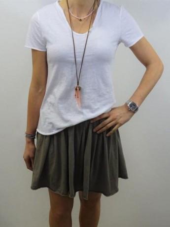 Minifalda de mujer con vuelo de algodón.