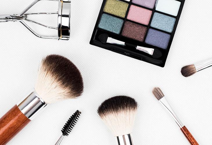 Trucos para combinar el maquillaje con la ropa