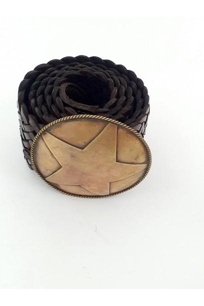 Cinturón de cuero con hebilla grande de estrella marrón