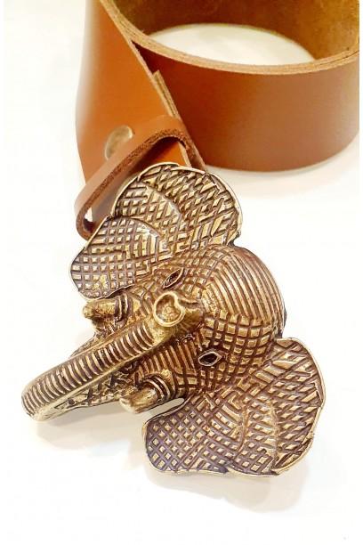 Cinturón de piel marrón con hebilla cabeza de elefante