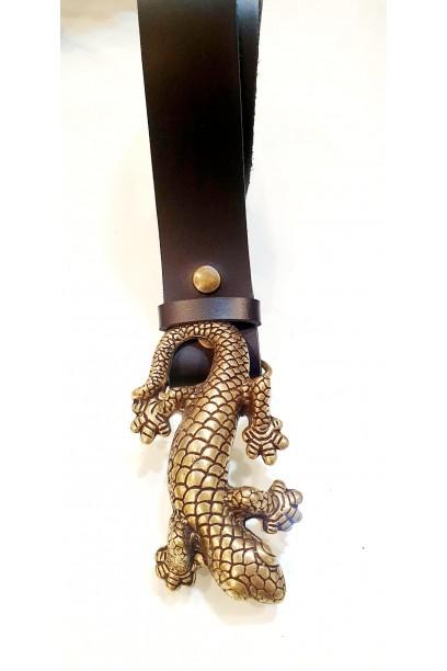 Cinturón de piel negro con hebilla salamandra