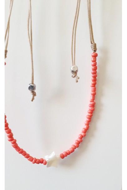 Gargantilla de piedtras de colores coral con estrella de nacar