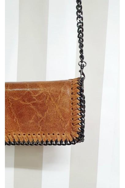 Bolso de piel  con cadena camel