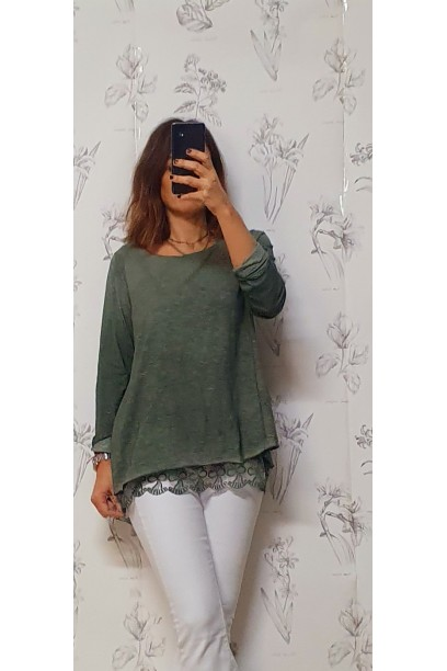 Camiseta verde militar oversize doble con puntilla