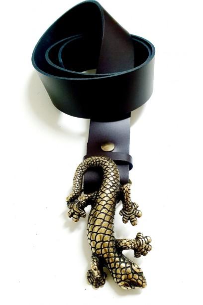Cinturón de piel marrón con hebilla salamandra