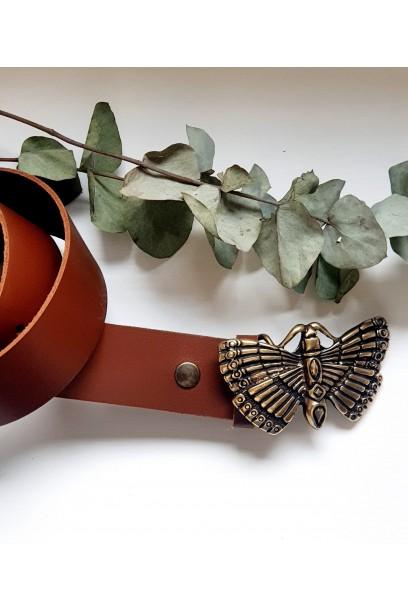 Cinturón de piel camel con hebilla mariposa