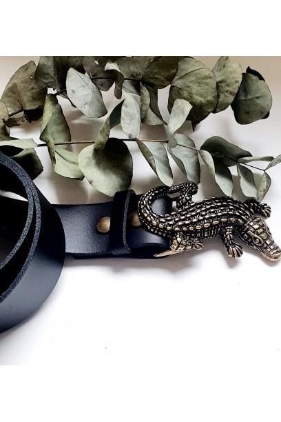 Cinturón de piel negro con hebilla cocodrilo