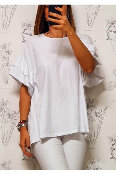 Camiseta oversize con volante en la manga y botón detrás blanca