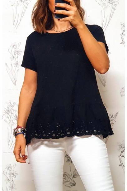Camiseta negra con puntilla ancha