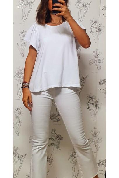 Camiseta oversize con volante en la manga y pliegue en la espalda blanca