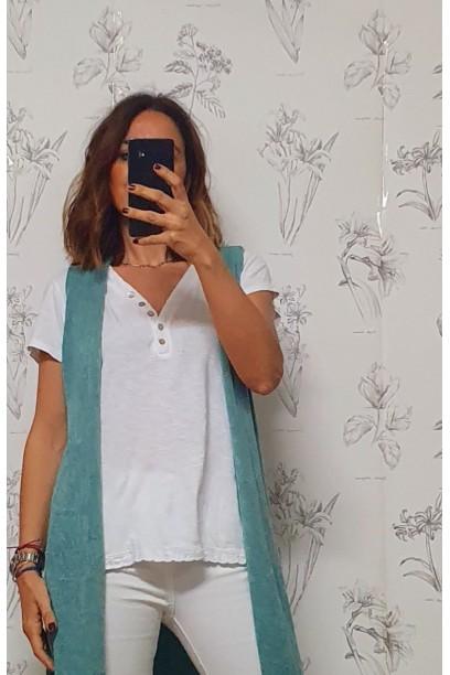 Camiseta blanca con puntilla escote y parte de abajo