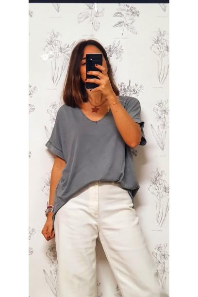 Camiseta oversize cuello pico en colores lavados gris