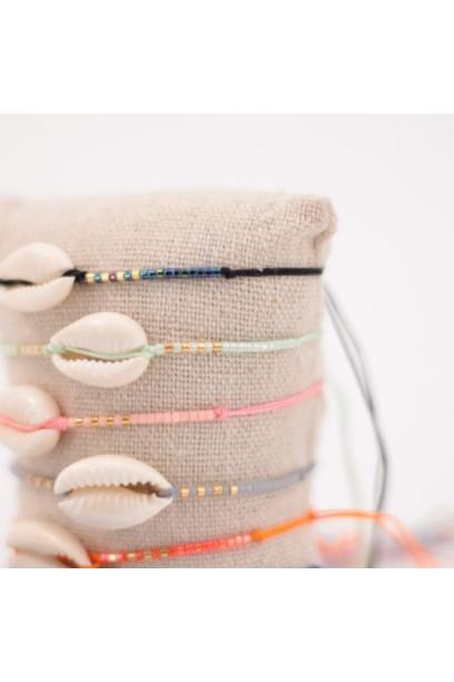 Pulsera ajustable de colores con concha