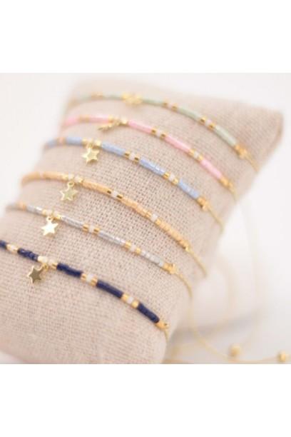 Pulsera ajustable con estrella y piedras de colores