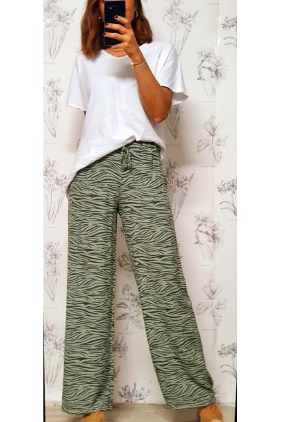 Pantalón oversize con estampado de cebra verde militar