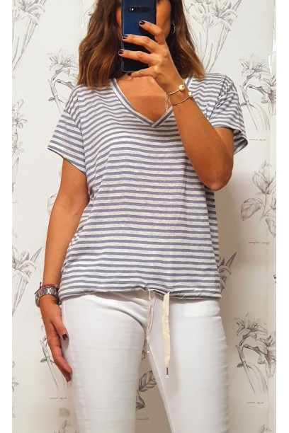 Camiseta de rayas cuello pico azul