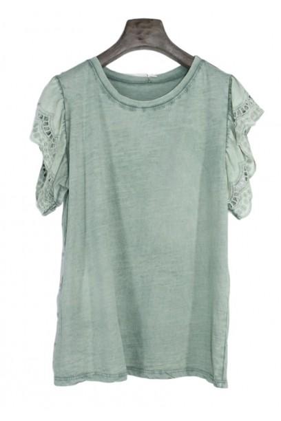Camiseta oversize con volante  de puntilla en la manga verde miliar