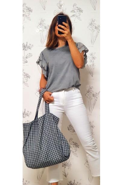 Camiseta oversize con volante  de puntilla en la manga gris
