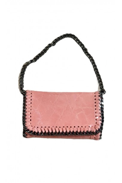 Bolso de piel  con cadena rosa