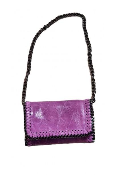 Bolso de piel  con cadena lila