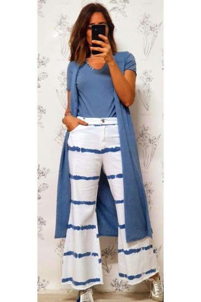 Vaquero azul con estampado tie dye tie dye