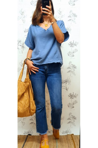 Camiseta tipo blusa de bambula cuello pico azul