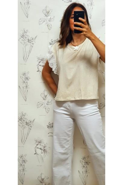 Camiseta corta cuadro vichy volante en la manga beige