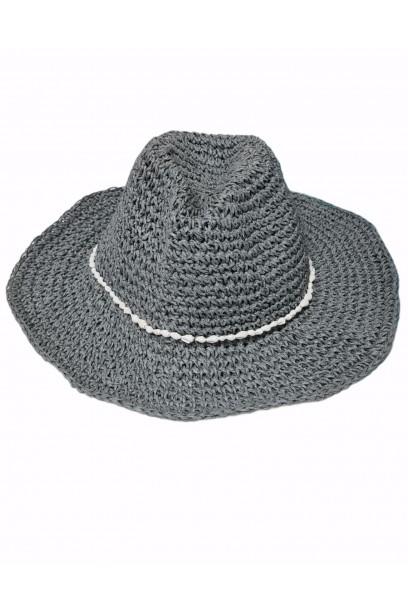 Sombrero de playa gris con cinta de conchas