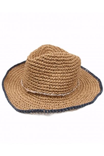 Sombrero de playa con cintas de conchas rematado en azul