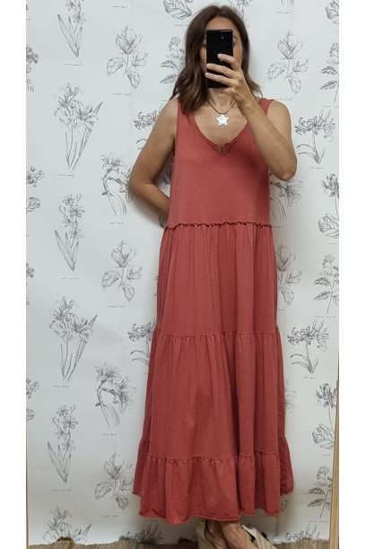 vestido oversize de algodón largo de tirante ancho con cortes.