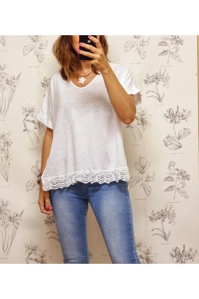 Camiseta oversize pico con puntilla blanca