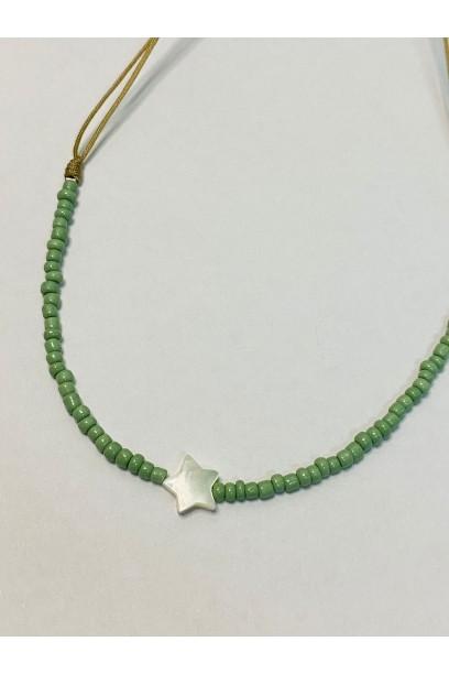 Gargantilla de piedtras de colores verde salvia estrella de nacar