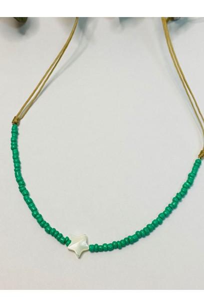 Gargantilla de piedtras de colores verde antiguo estrella de nacar