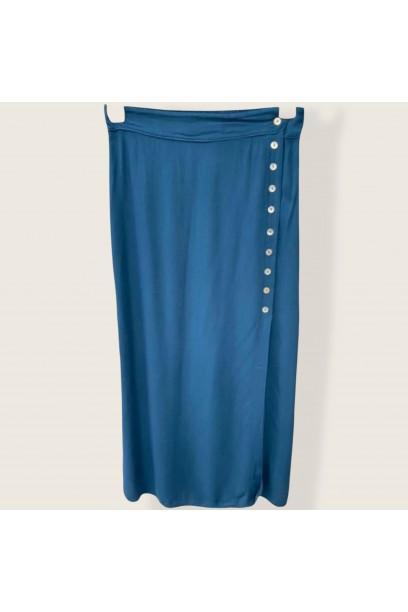 Falda con abertura lateral y botones