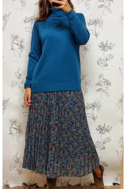 Falda plisada azul con estampado