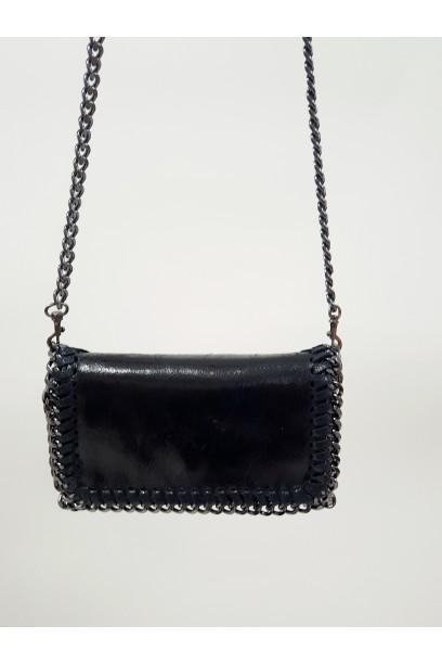 Bolso de piel  con cadena negro